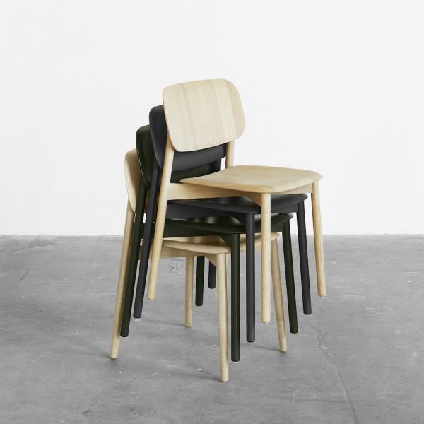 stapelbarer Holzstuhl skandinavisches Design