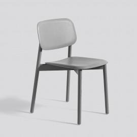 graugebeizter Holzschalenstuhl von skandinavischem Designlabel HAY