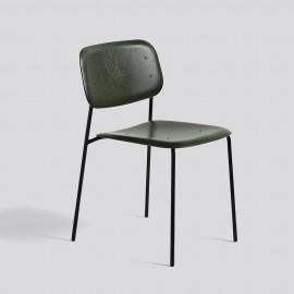 grün gebeizter Holzschalenstuhl Design skandinavisch